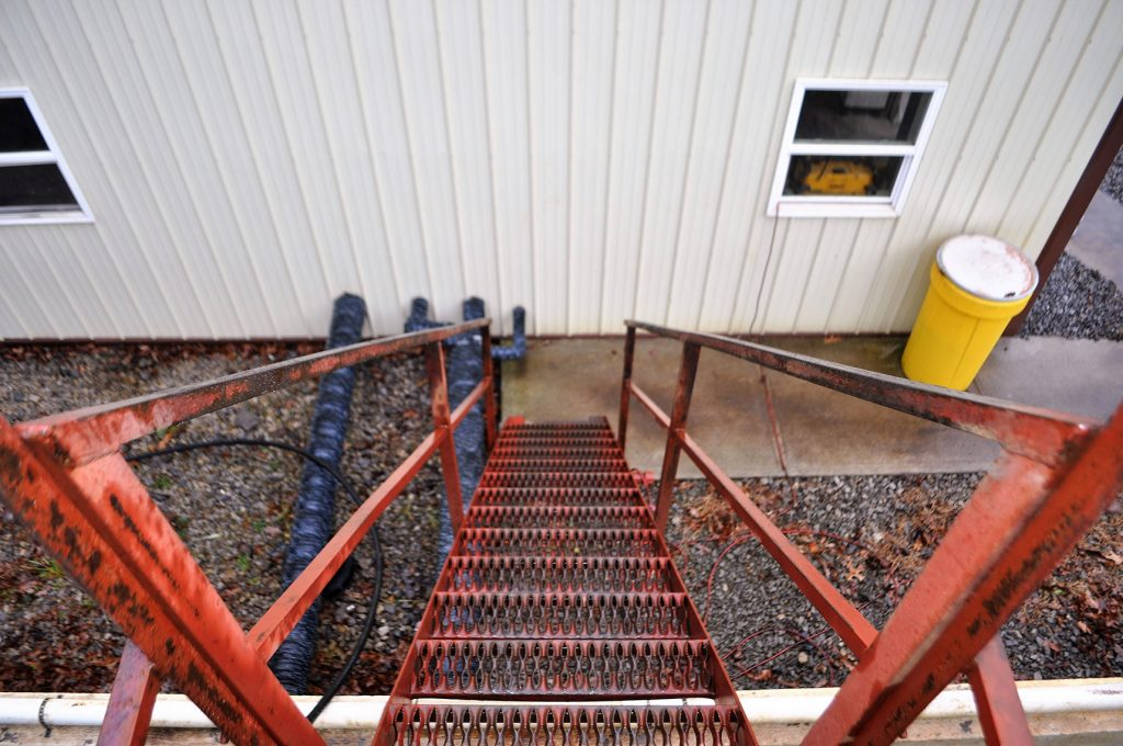 Camp-Creek-Ladder-down